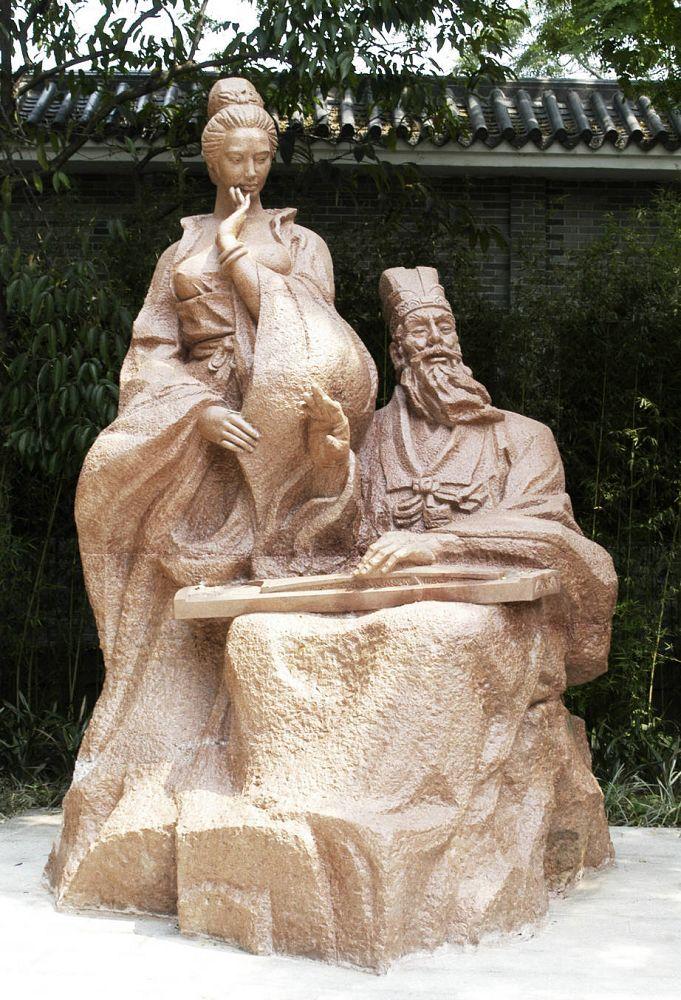 潘奋,中国雕塑学学会会员,著名雕塑艺术大家潘鹤大师的儿子。其雕塑风格受父亲影响,但融入了更多个性色彩,自成一派。1964年生于中国广州,1987年大学毕业于广州美术学院雕塑系, 在学期间由学院委派到华南理工大学修读建筑学专业,毕业后获学士学位.1987-1990年任职广州珠江实业总公司建筑设计院,任职建筑师,负责广州.